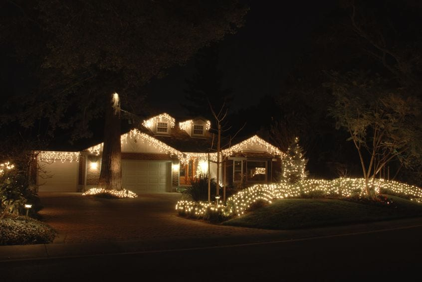 709520 s - What Are the Main Advantages for Hiring a Company to Hang Your Holiday Lights